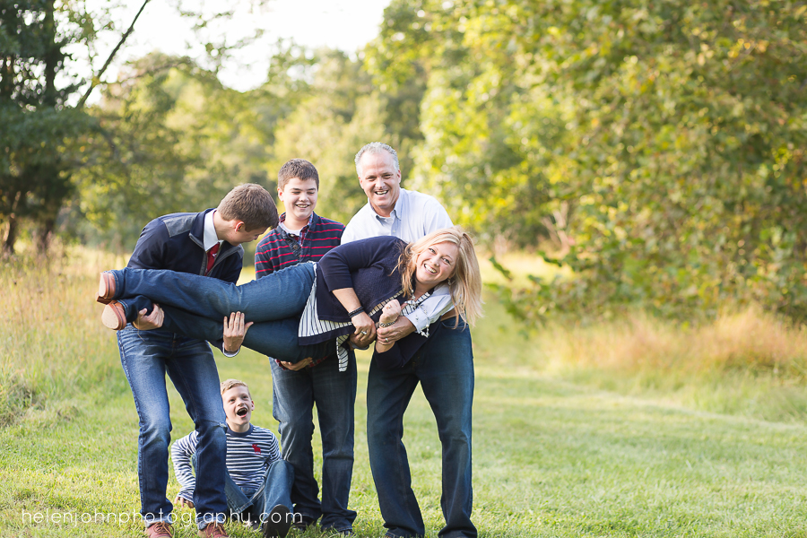 family picks up their mom in family photo