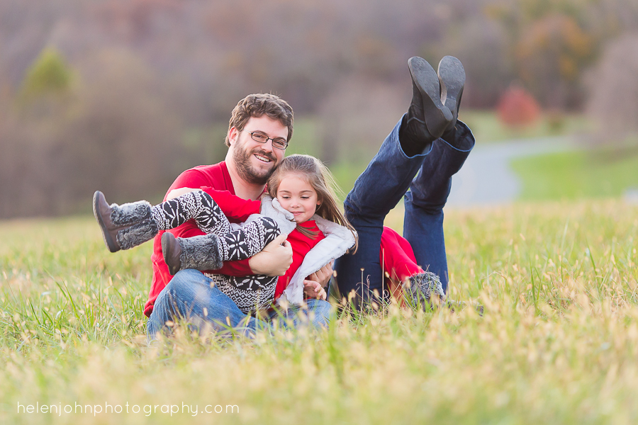 kids attack parents in family photo